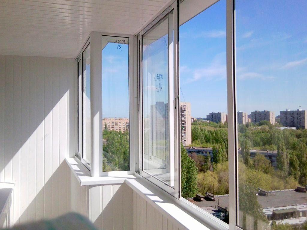 Характеристики и виды остекления балкона пластиковыми окнами.